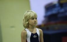 穿体操服的男孩图片