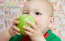 吃苹果的宝宝图片