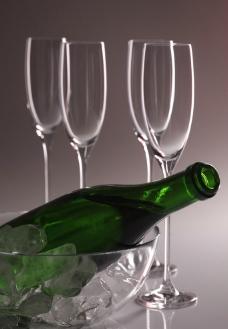高脚杯 酒瓶图片