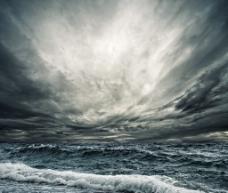 海浪 乌云 海洋风暴 波涛汹涌图片