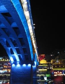 夜色下的桥图片