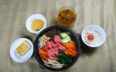 韩式套餐烤牛肉石锅饭图片