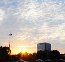 夕阳 房子 耀眼图片