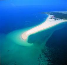 海滩小岛图片