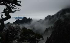 雪景雾山图片