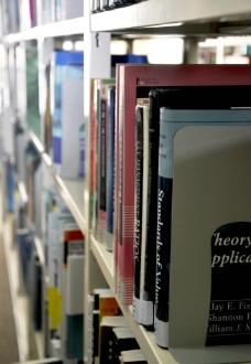 图书馆英文书籍图片