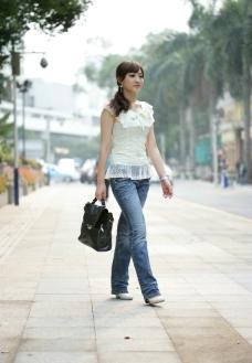 女包模特外景拍摄图片