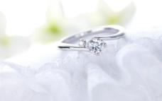 婚纱婚礼戒指图片